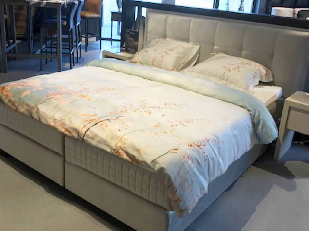Showroom Sale - Pullman boxspring Belleville