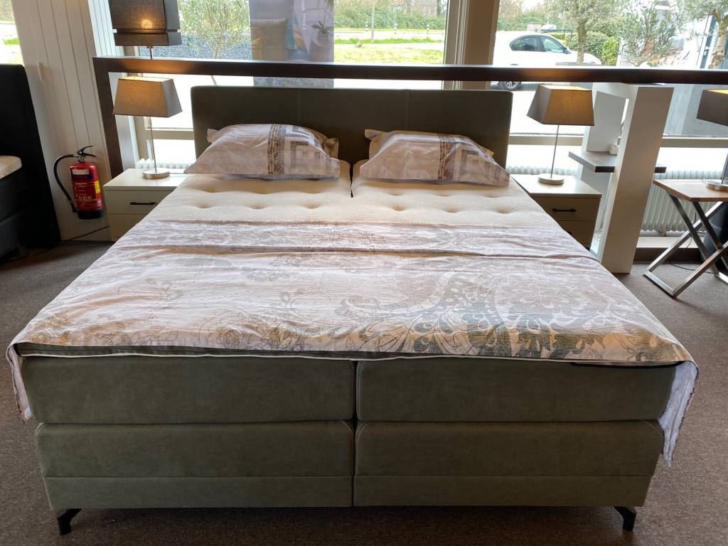 Showroom Sale - Sleep Sense boxspring Cristal